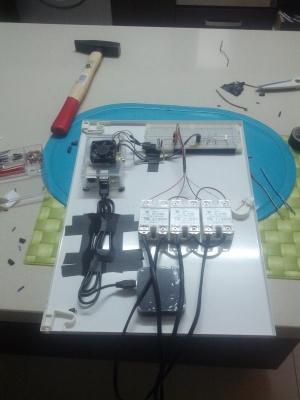 Diseño completo antes de acoplar la compuerta al cuadro eléctrico.